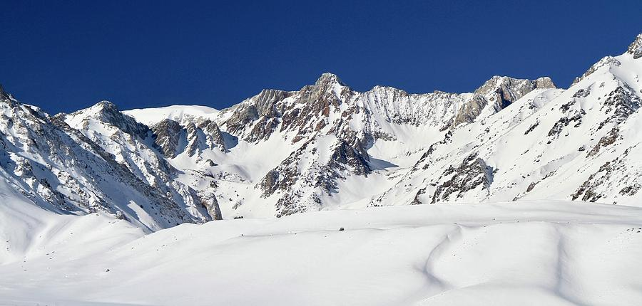 Sierra Nevada Mountains Eastern Side by Ed  Riche