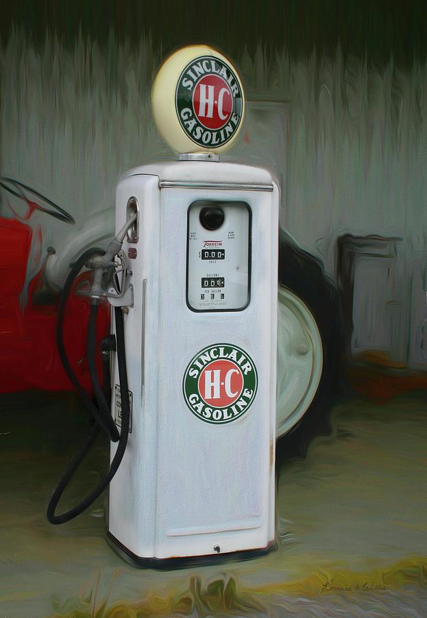 Sinclair Gas Pump  by Bonnie Willis