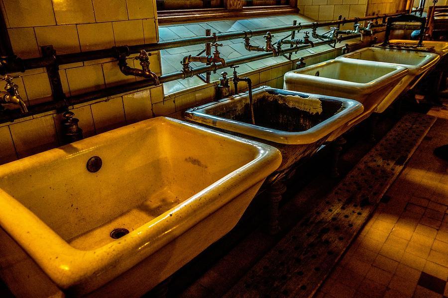 Sinks by Rodney Lee Williams
