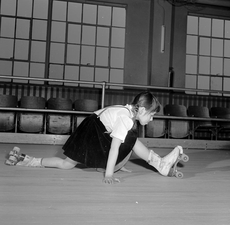 Skating Splits Photograph by Orlando