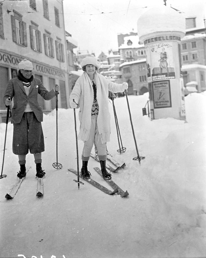 Skiing Couple Photograph by W. G. Phillips