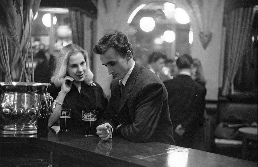 Smart Young Couple Photograph by Bert Hardy