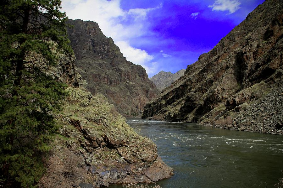 Snake River Hells Canyon by Ed  Riche