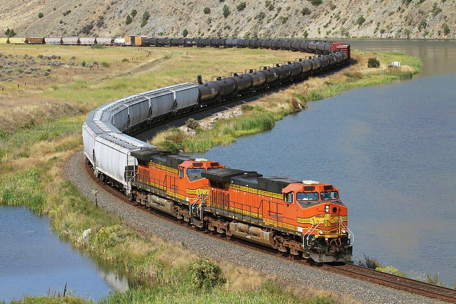 Snaking The Missouri River Photograph by Mike Danneman