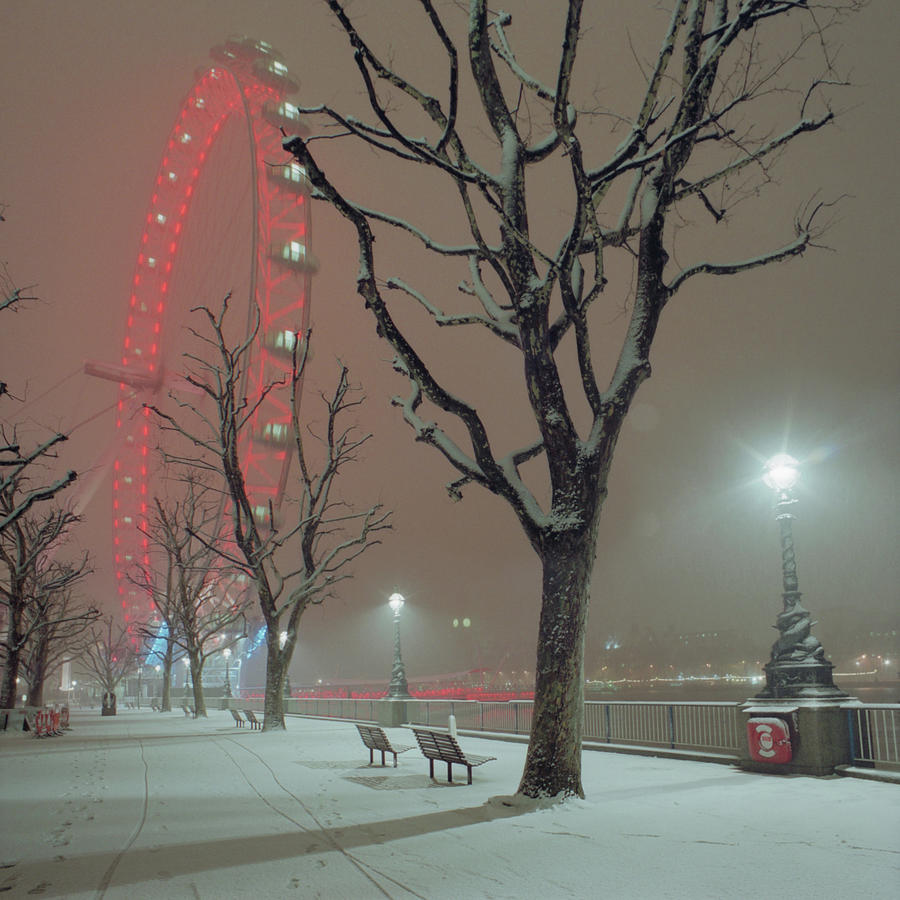 Snow On The South Bank Xl Photograph by Beholdingeye