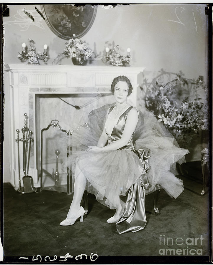 Debutante Photograph - Society Girl Dressed For Ball 1927 by Bettmann
