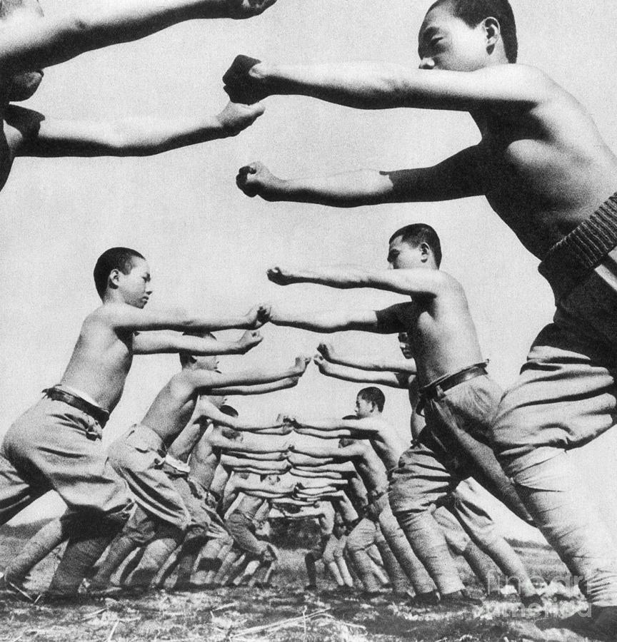 Soldiers In Training Exercises Photograph by Bettmann