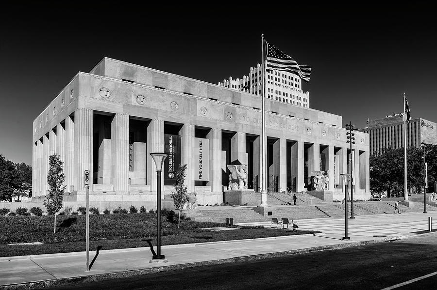 Soldiers Memorial St Louis MO-BnW-GRK0096_10282018-HDR by Greg Kluempers