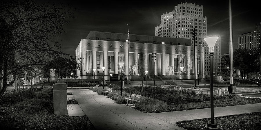 Soldiers Memorial St Louis MO_BnW_1x2_GRK0650_11242018-HDR  by Greg Kluempers
