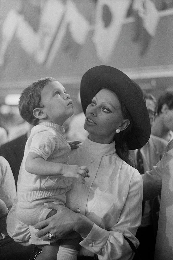 Sophia Loren Photograph By Art Zelin