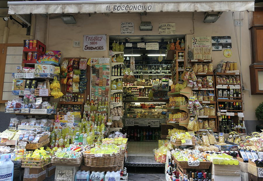 Sorrento shopping by Peter Skelton