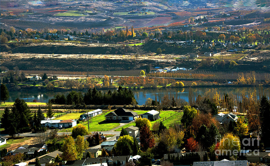 Columbia River Photograph - South Wenatchee Fall by Mae Wertz