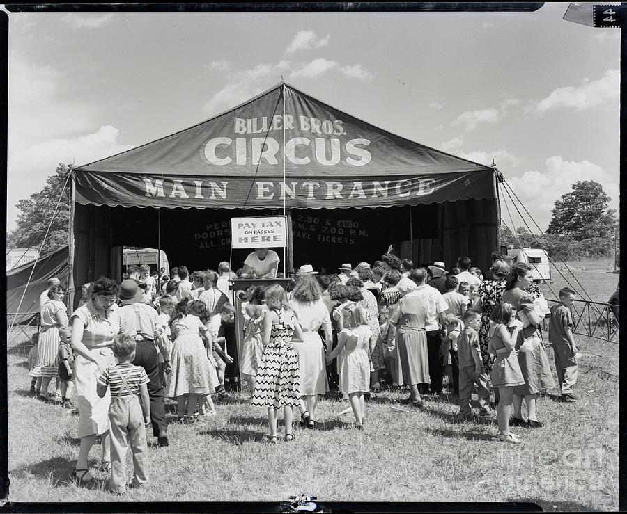 Spectators Waiting To Enter Biller Photograph by Bettmann
