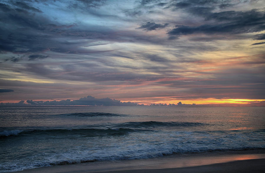 Oahu Photograph - Splendor Before the Dark by Laurie Search