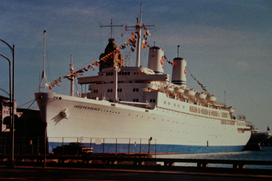 Hawaii Photograph - S.s. Independence by Melvin Ah Ching