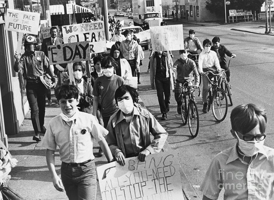 St. Louis Students Marching Against Air Photograph by Bettmann