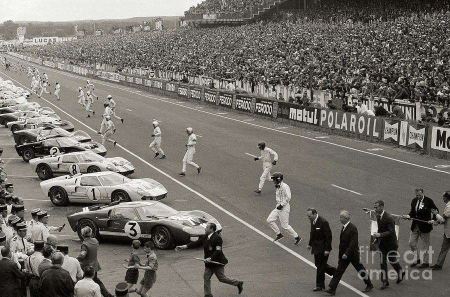 Start Of The Le Mans Race Photograph by Bettmann