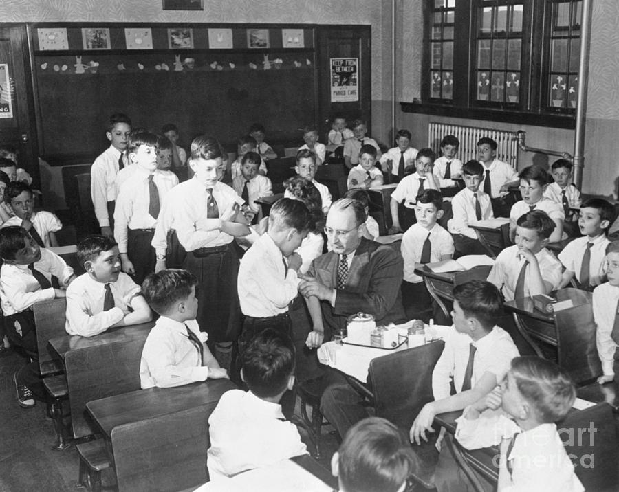 Students Waiting For Smallpox Photograph by Bettmann