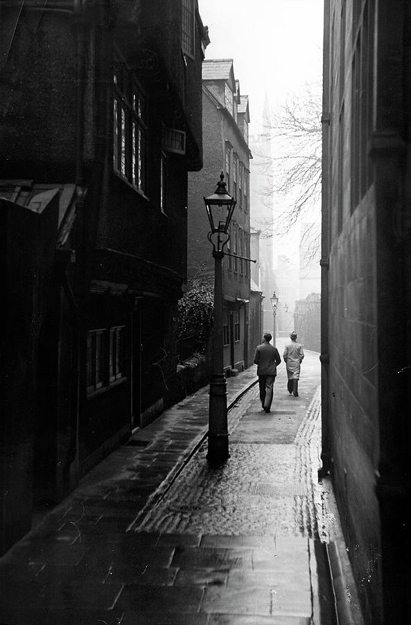 Students Walking Along Magpie Lane At Ox Photograph by William Vandivert