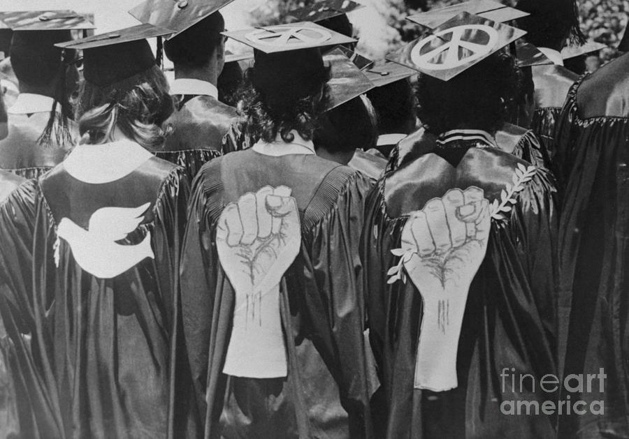 Students With Peace And Protest Symbols Photograph by Bettmann
