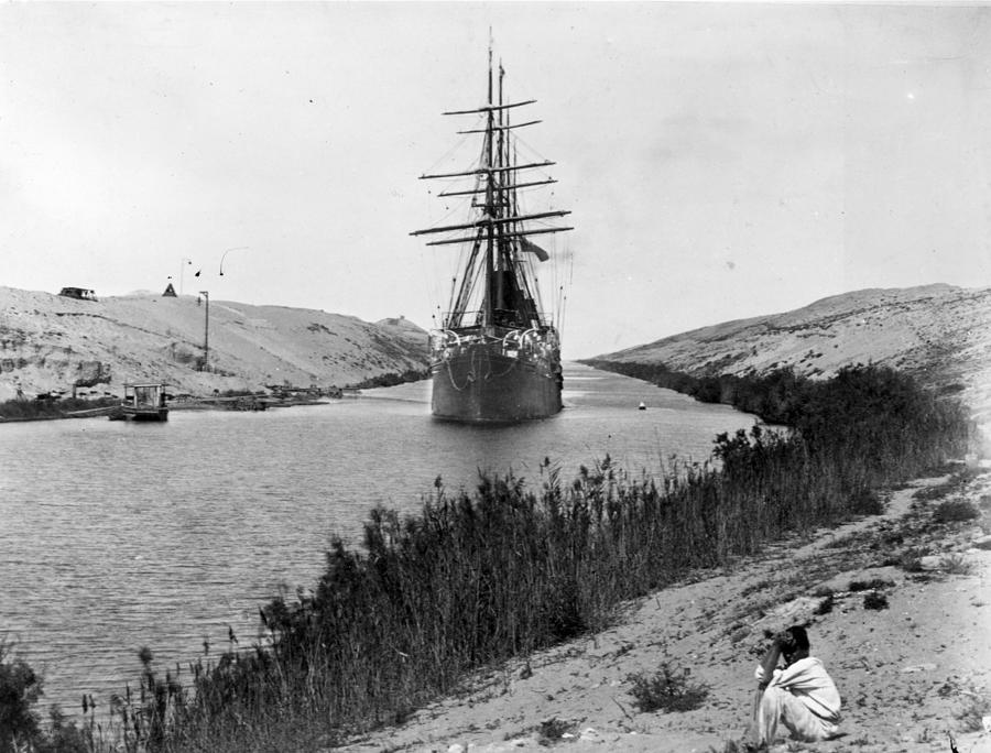 Suez Canal Photograph by Hulton Archive