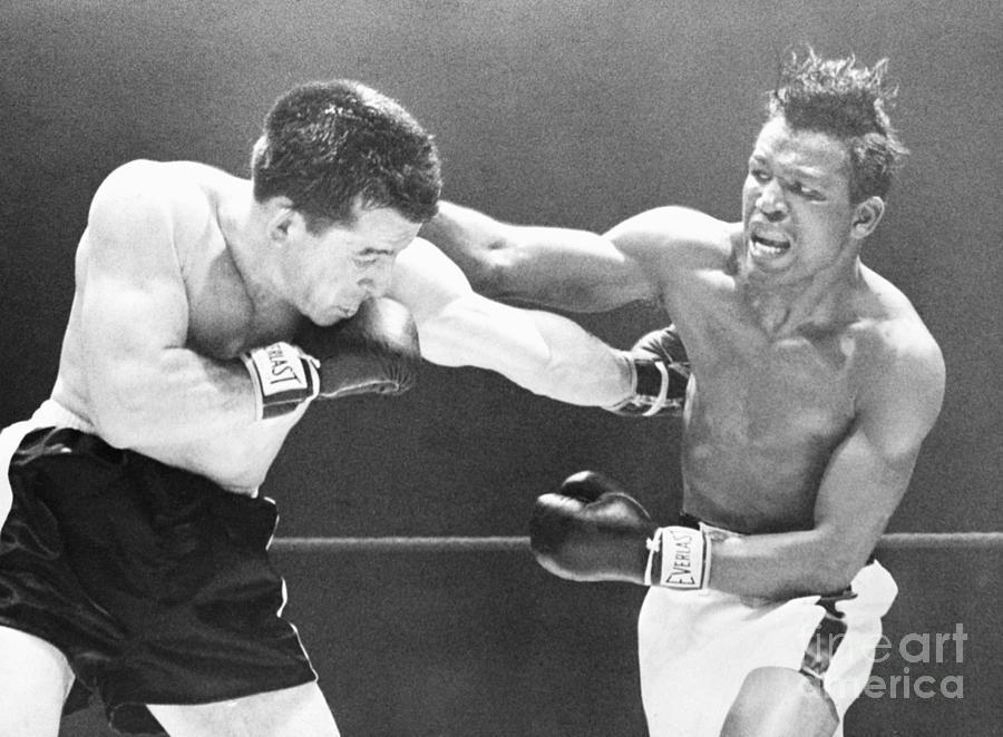 Sugar Ray Robinson Fights Rocky Graziano Photograph by Bettmann