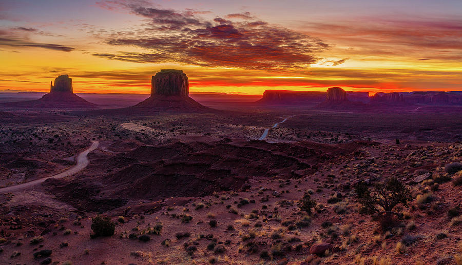 Sunrise at Monument valley by Asif Islam