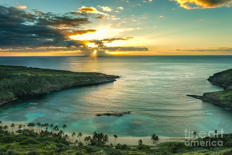 Sunrise Photograph - Sunrise Over Hanauma Bay On Oahu, Hawaii by Leigh Anne Meeks