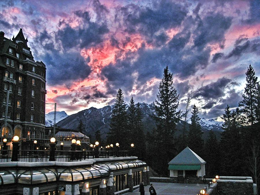 Sunset At The Banff Springs Hotel Photograph by Daniel Schwabe