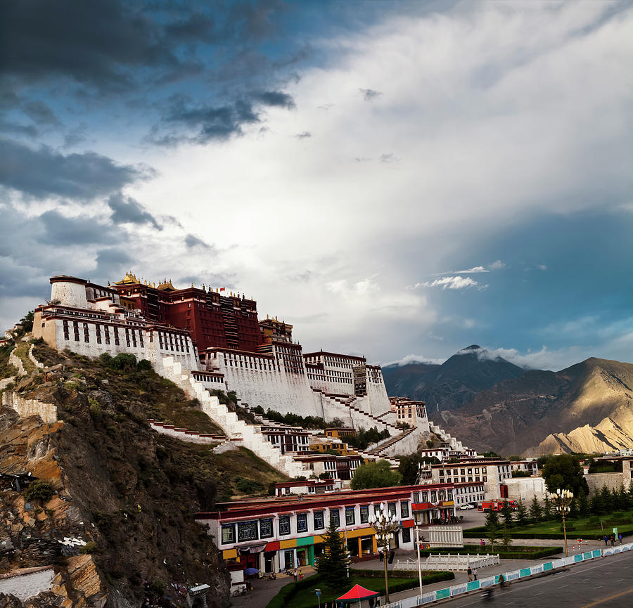 Sunset Of Potala Palace In Lhasa Photograph by Loonger