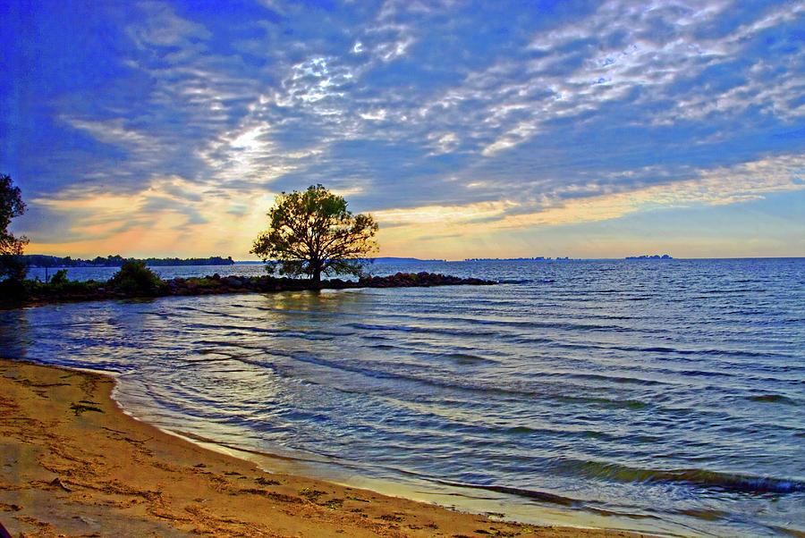 Sunset on Lake Ontario by Bill Jonscher