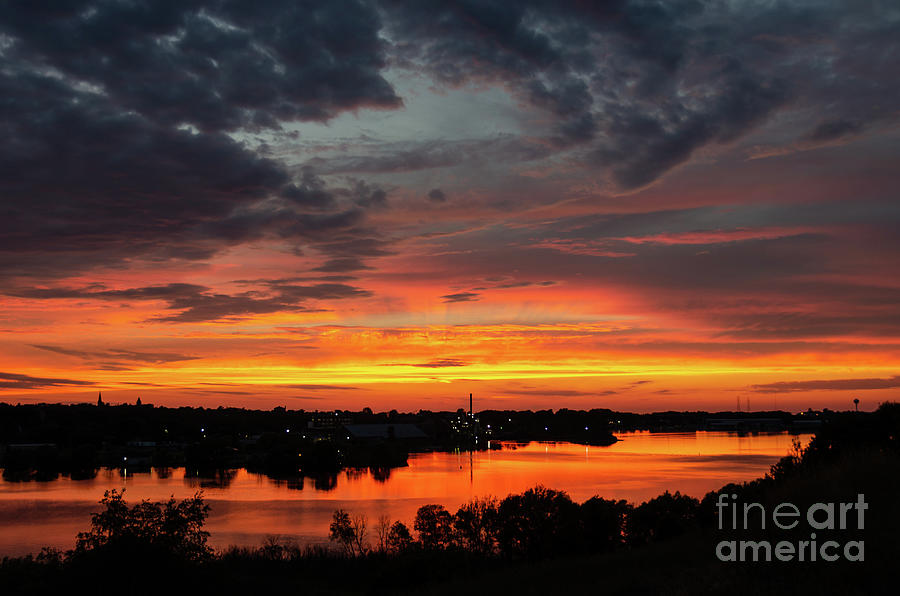 Sunset on Mainstee Lake by Sue Smith