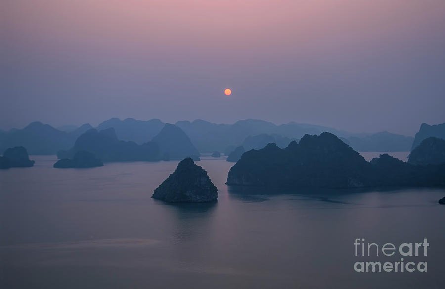 Sunset over Halong Bay - Vietnam by Ulysse Pixel