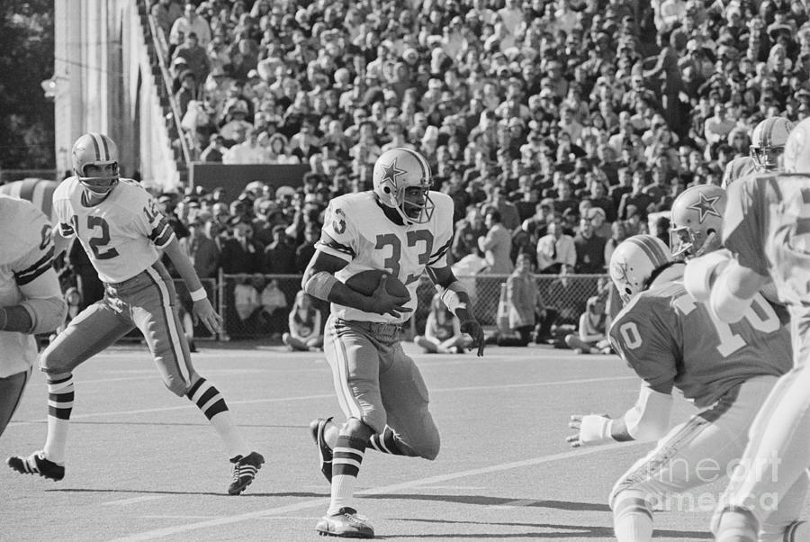 Super Bowl Action Between Cowboys Photograph by Bettmann