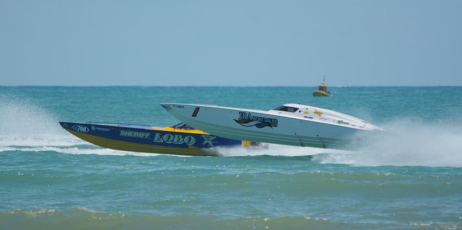 Superboat vee hull race by Bradford Martin