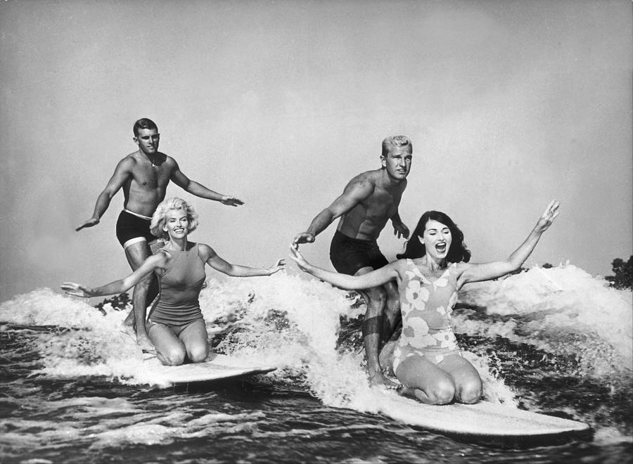 Surfers In California 1965 Photograph by Keystone-france