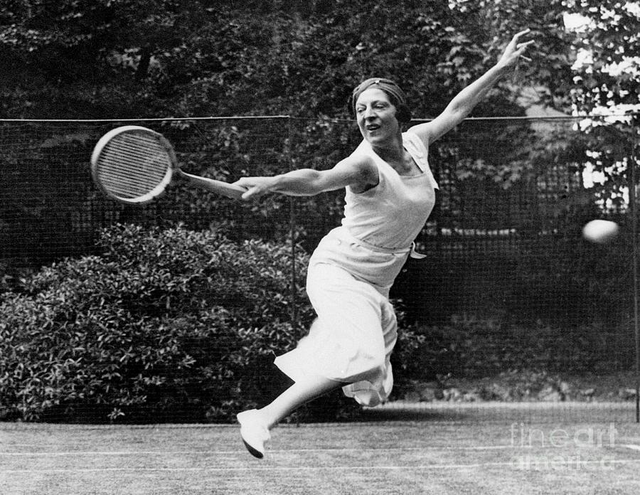 Suzanne Lenglen In Action On The Court Photograph by Bettmann