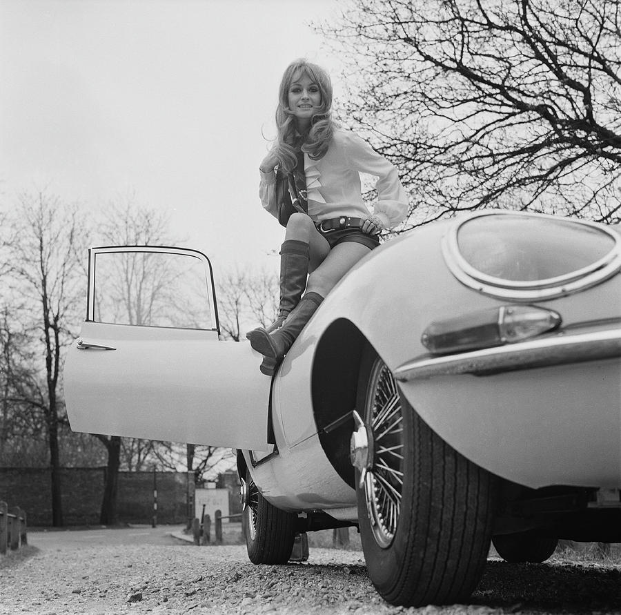 Suzy Kendall And E-type Photog...