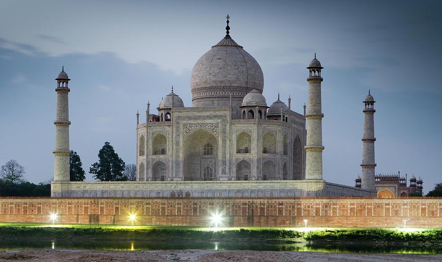 Taj Mahal At Dawn Photograph by Ian Gethings