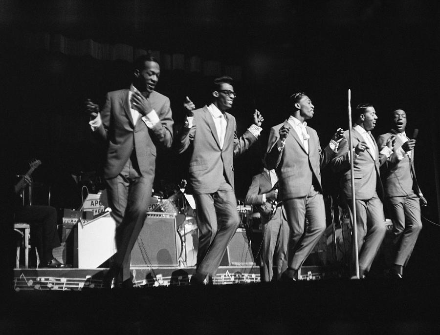 People Photograph - Temptations At The Apollo by Michael Ochs Archives
