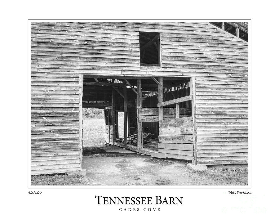 Tennessee Photograph - Tennessee Barn by Phil Perkins