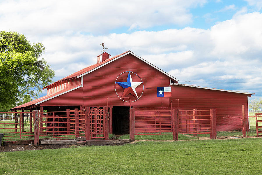 Texas Red Barn by Robert Bellomy