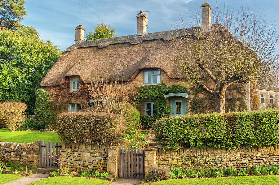 Britain Photograph - Thatched Cottage In Chipping Campden, Gloucestershire by David Ross