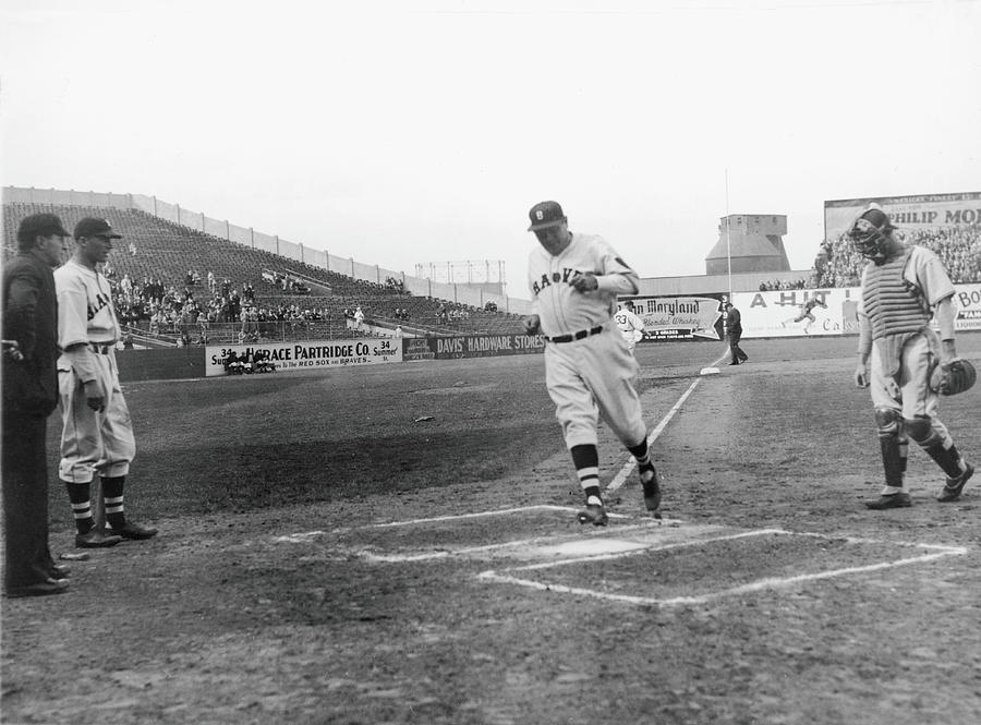 The Babe Scores Photograph by Fpg
