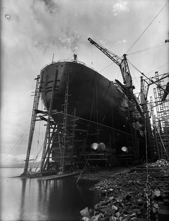 The Clydebank Dock Photograph by Fox Photos