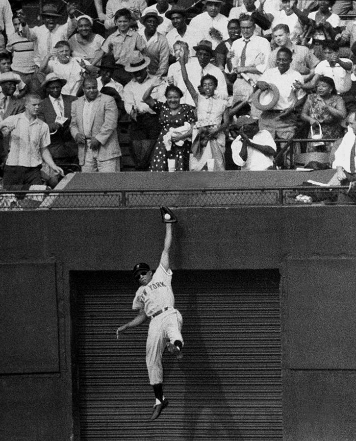 The Giants Amazing Willie Mays Amazes Photograph by New York Daily News Archive