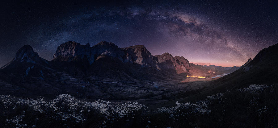 Night Photograph - The Memory Of My Thumbs by Sergio Abevilla