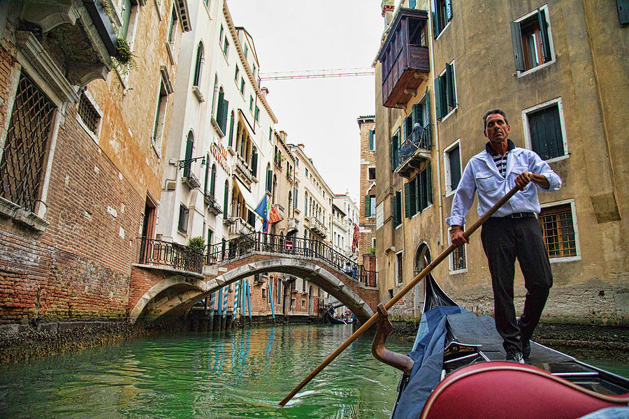 The Singing Gondolier by Mary Buck