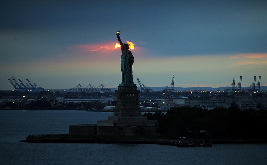 The Statue Of Liberty With The Sun Photograph by New York Daily News Archive