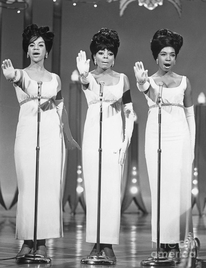 The Supremes Performing Photograph by Bettmann